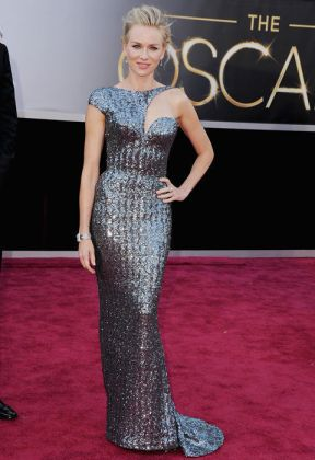 naoimi-watts-oscars-2013-red-carpet-armani-prive-metallis-sequined-gown-beauty-and-the-beat-blog1