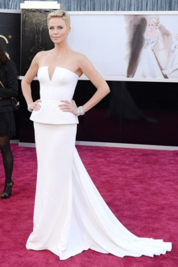 Charlize-Theron-Oscars-2013-393x590